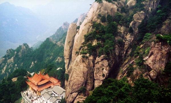 九华山风景-老鹰扒壁